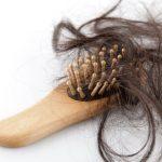 Perdo molti capelli: quanto è normale e quanto non lo è?
